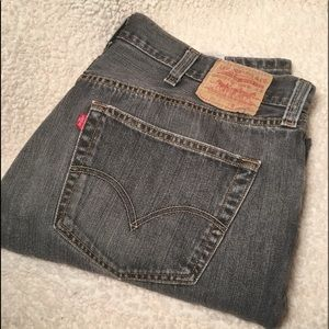 Levi 501 Sz 38/32 med black wash great condition